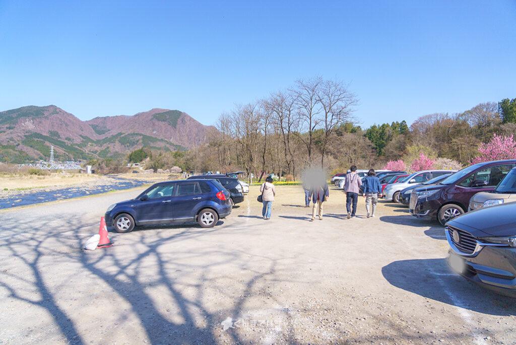 岩井親水公園の駐車場